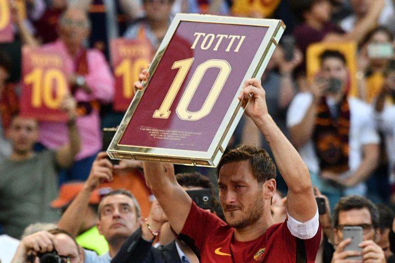 Francesco Totti futbolu bıraktı